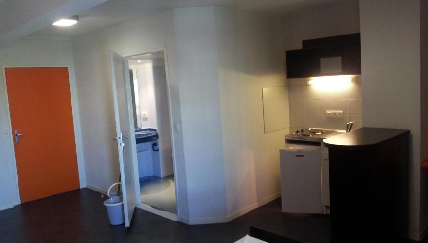 Appart T1 bis: Cuisine, entrée et salle d'eau