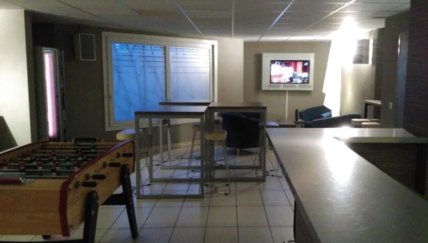 Salle commune vue TV