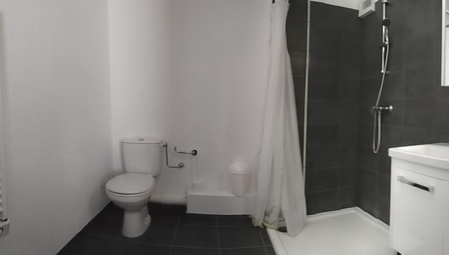 Salle de bain en T2